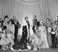 Beatriz fue la segunda reina en usar el manto real falso.