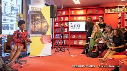 Nederland, Amsterdam, 15 oktober 2016. Chimamanda Adichie in Atriam, met een column van Simone van Saarloos, een interview door Nancy Jouwe en een discussie gemodereerd door Clarice Gargard, centraal staat feminisme als inspirerende kracht. Foto: Bianca Sistermans