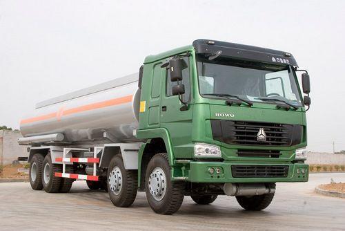 Oil_tanker_608648060