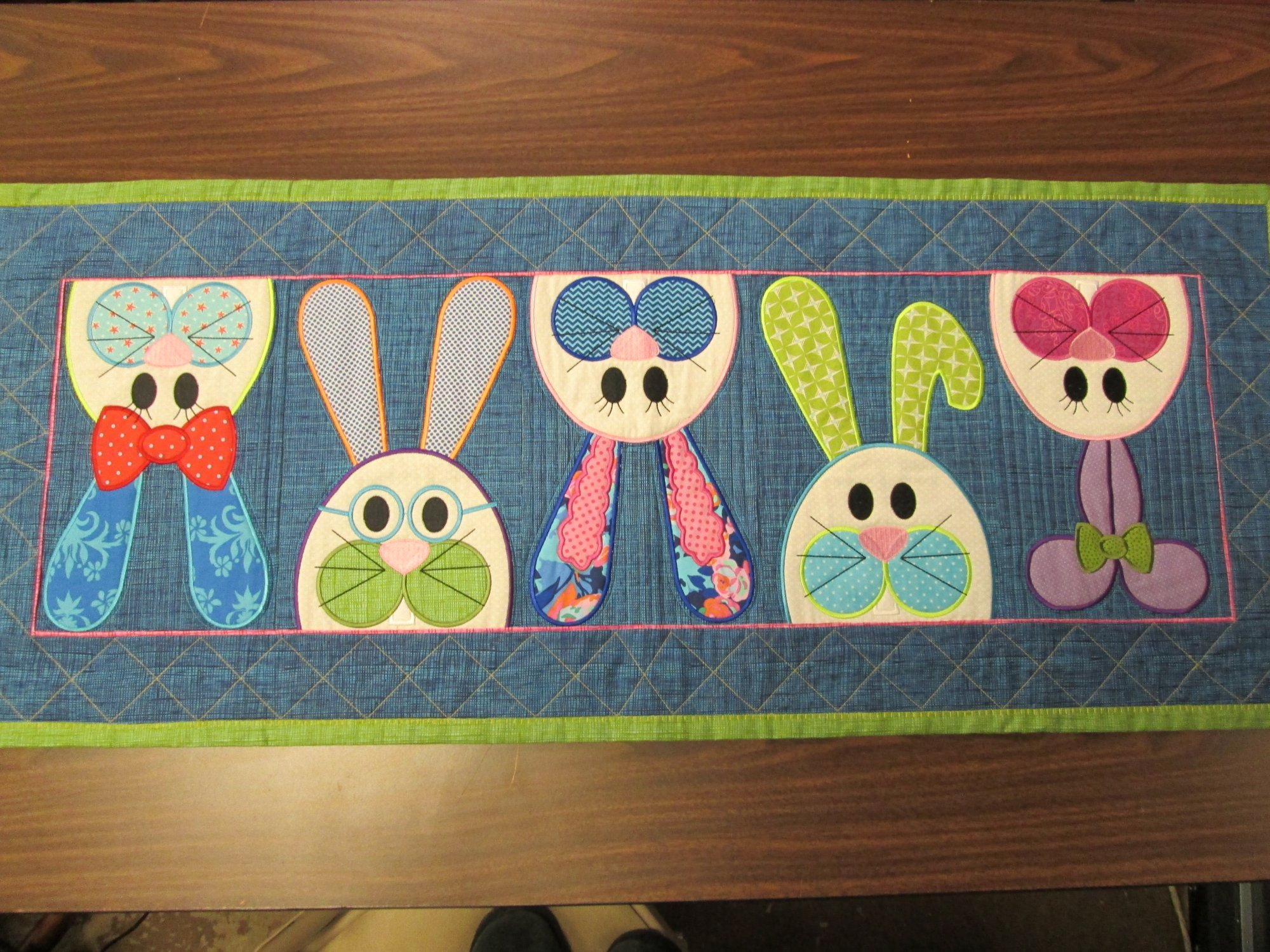 Applique Classe 2 Easter Bunny Table Runner Machine Embroidery Applique Class 1
