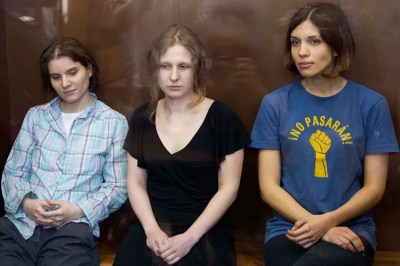 Pussy Riot released from detention, leave police station wearing balaclavas and chanting anti ...