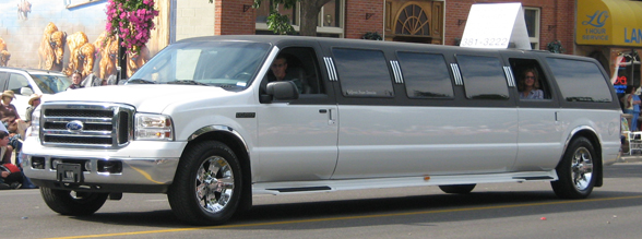 Ford_Expedition_SUV_Limo_(2783513262)