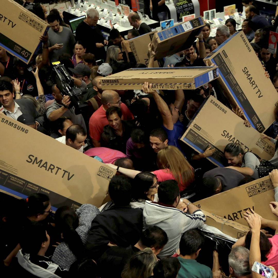 Black Frideay Walmart Black Friday Battle And 15 More Fascinating Images