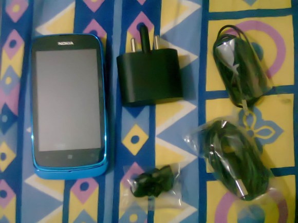 Nokia_Lumia_610_In_Box_Contents