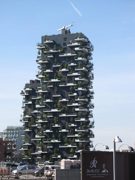 un immeuble foret en plein coeur de Milan