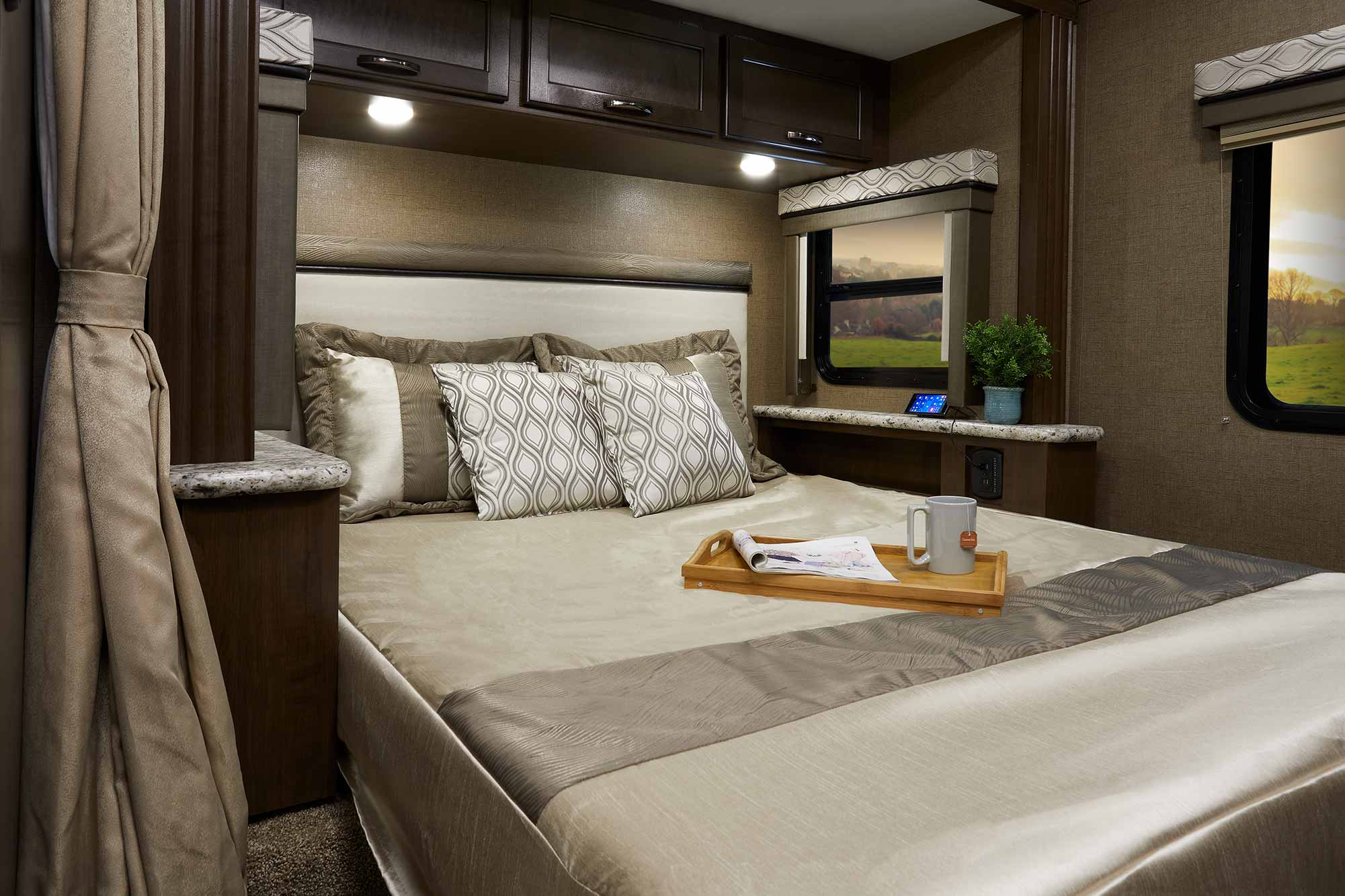 Freedom Bed Head Freedom Traveler Motorhomes By Thor Motor Coach