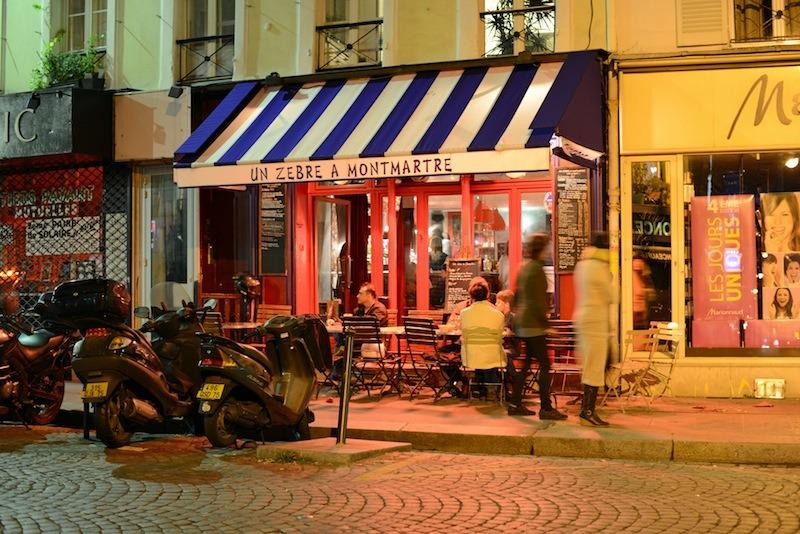 Village Girl Photo Wallpaper Un Z 232 Bre 224 Montmartre Restaurants In Abbesses Paris