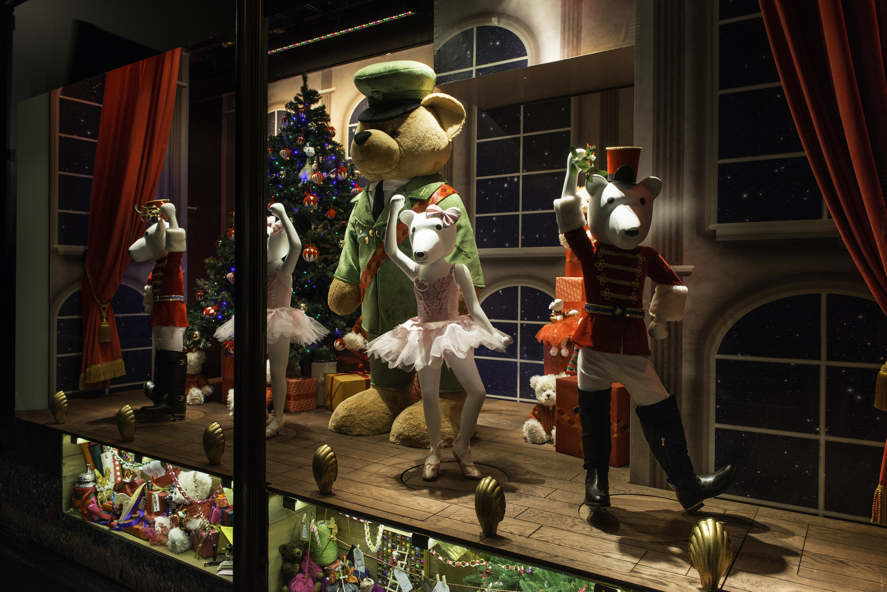 3d Moving Fireplace Wallpaper Harrods Christmas Windows Are Ready And Waiting