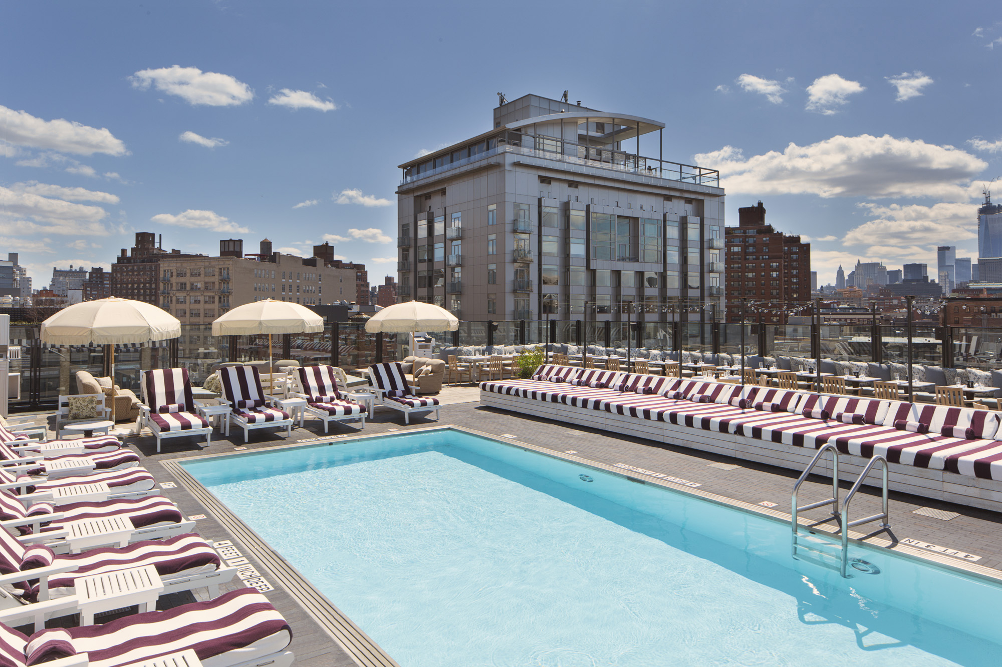 Outdoor Swimming Pool Berlin 10 Best Nyc Hotels With Jacuzzis In Room For A Relaxing Trip