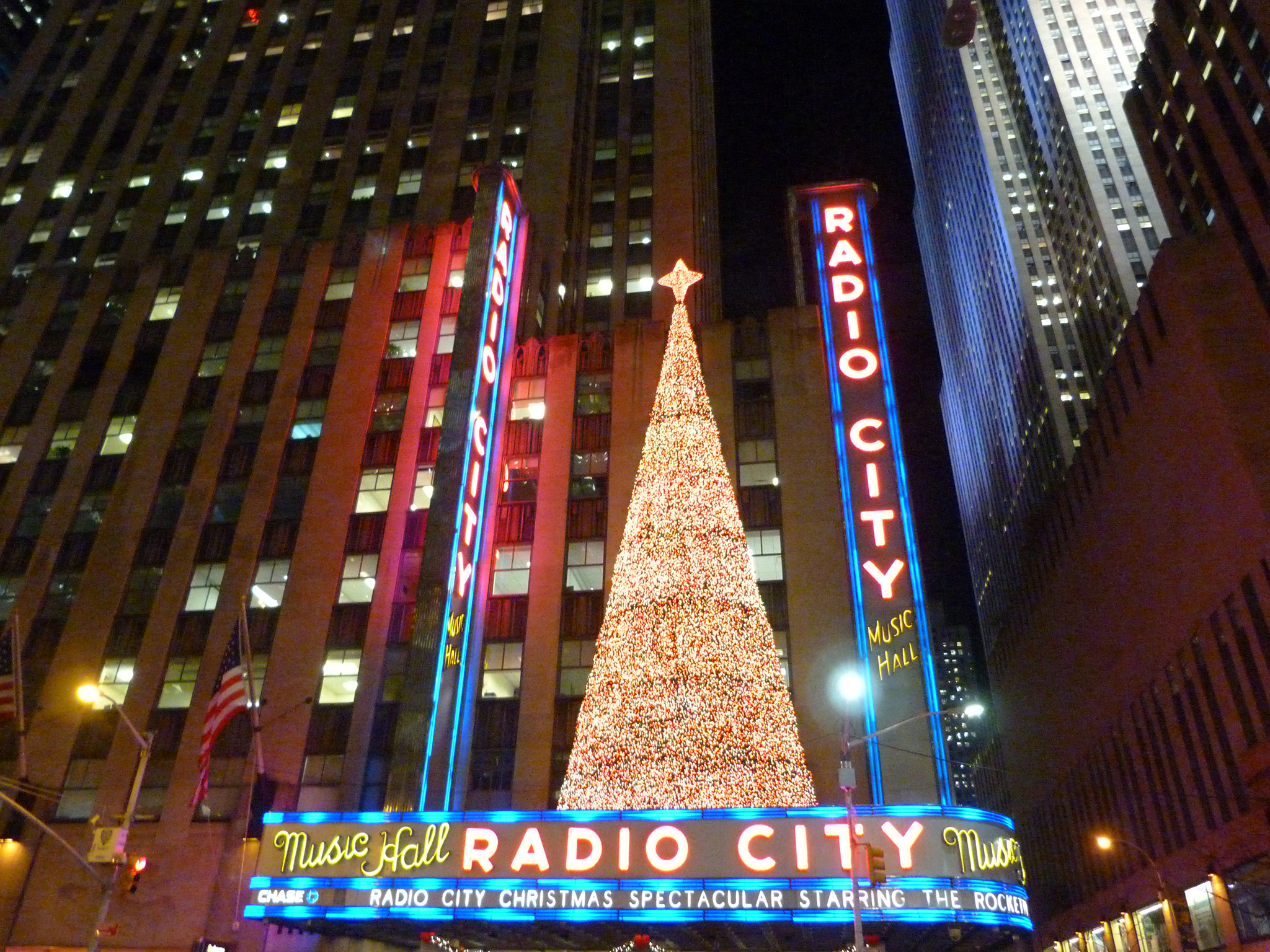 Best Place For Christmas Decorations Stunning Christmas Lights Nyc Offers And Festive Attractions