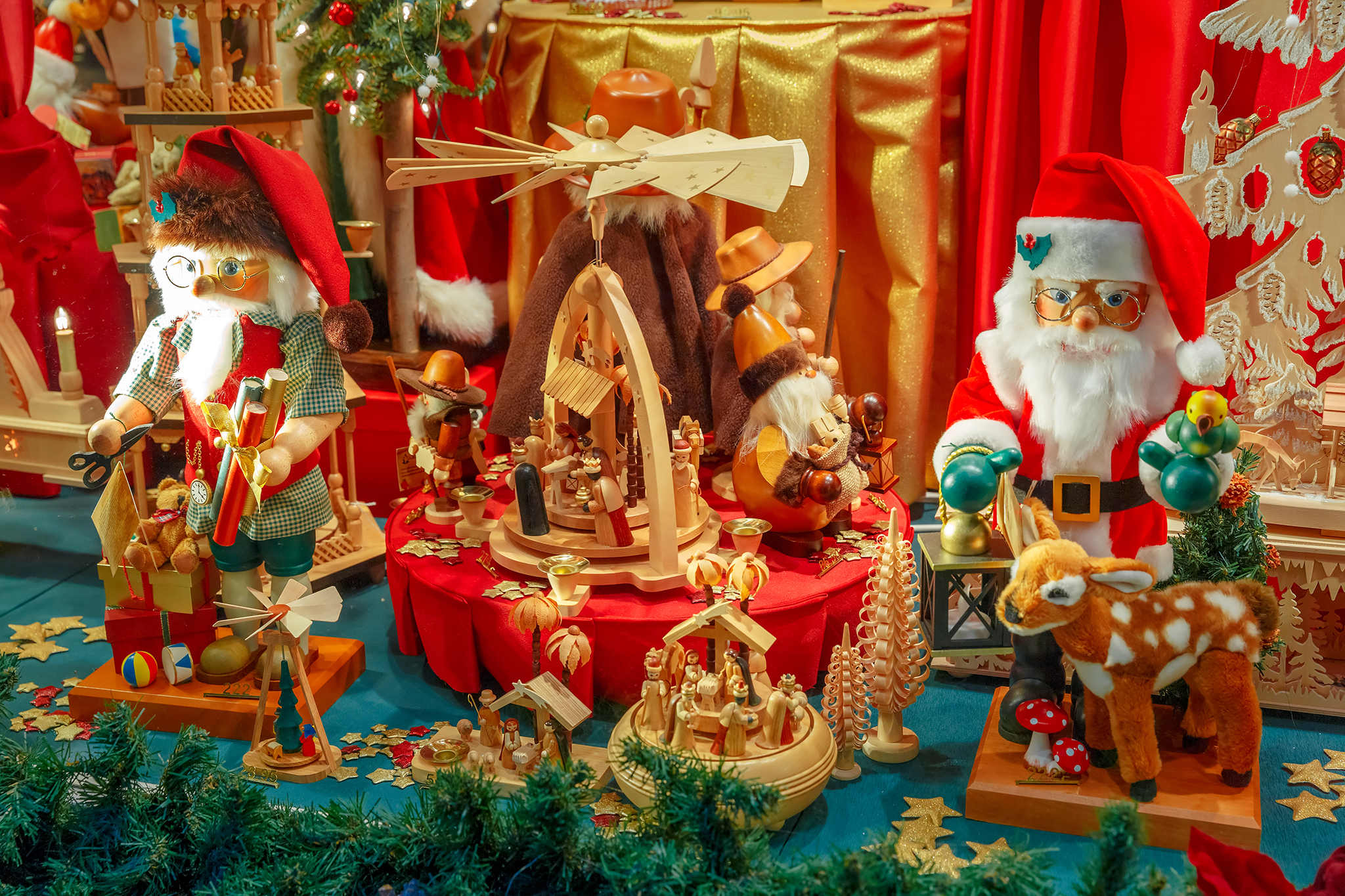 Best Christmas Window Displays From Nyc39s Departments Stores