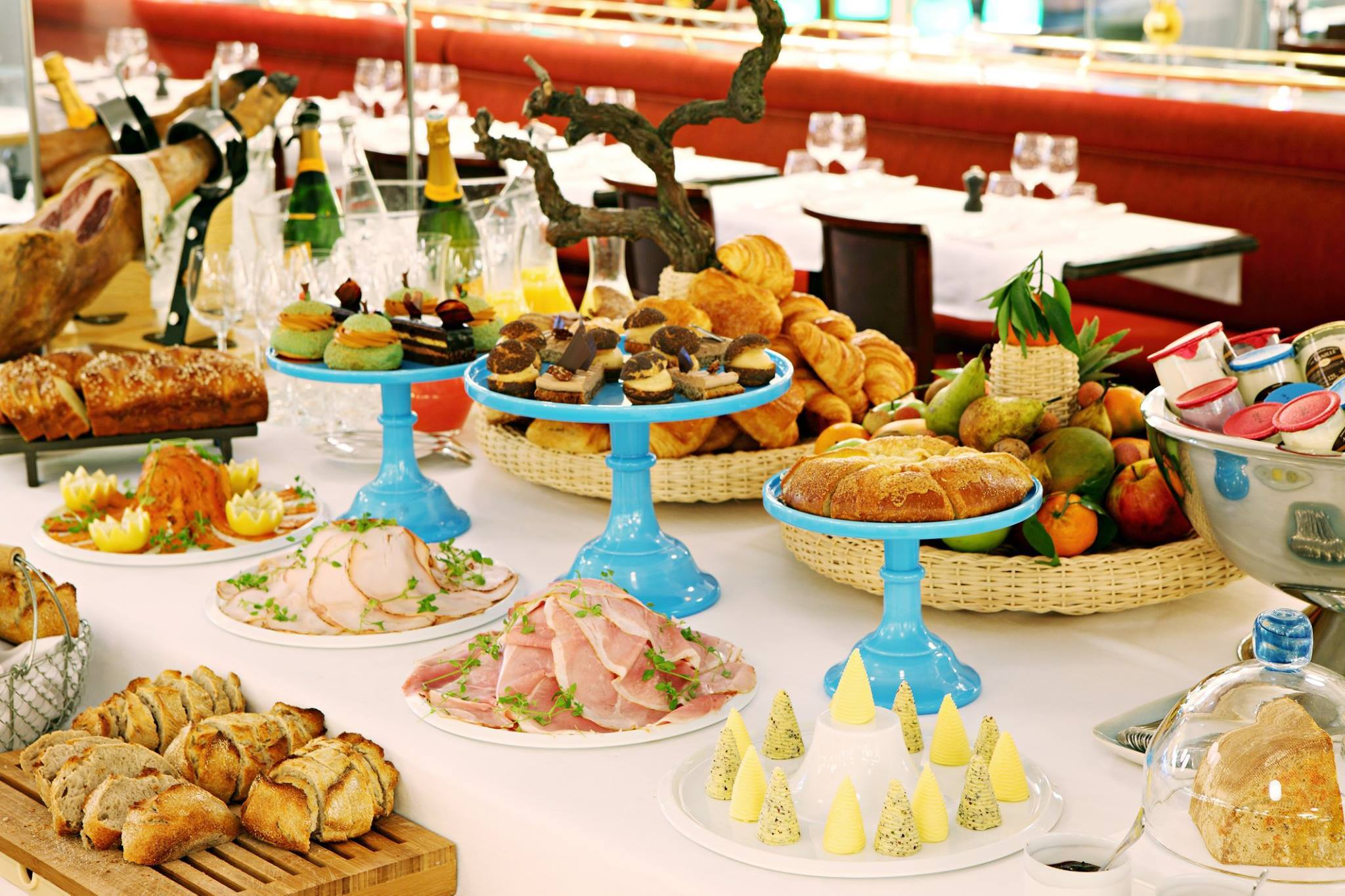 Les Grands Buffets Reservation 19 Best Brunches In Paris To Kickstart Your Day