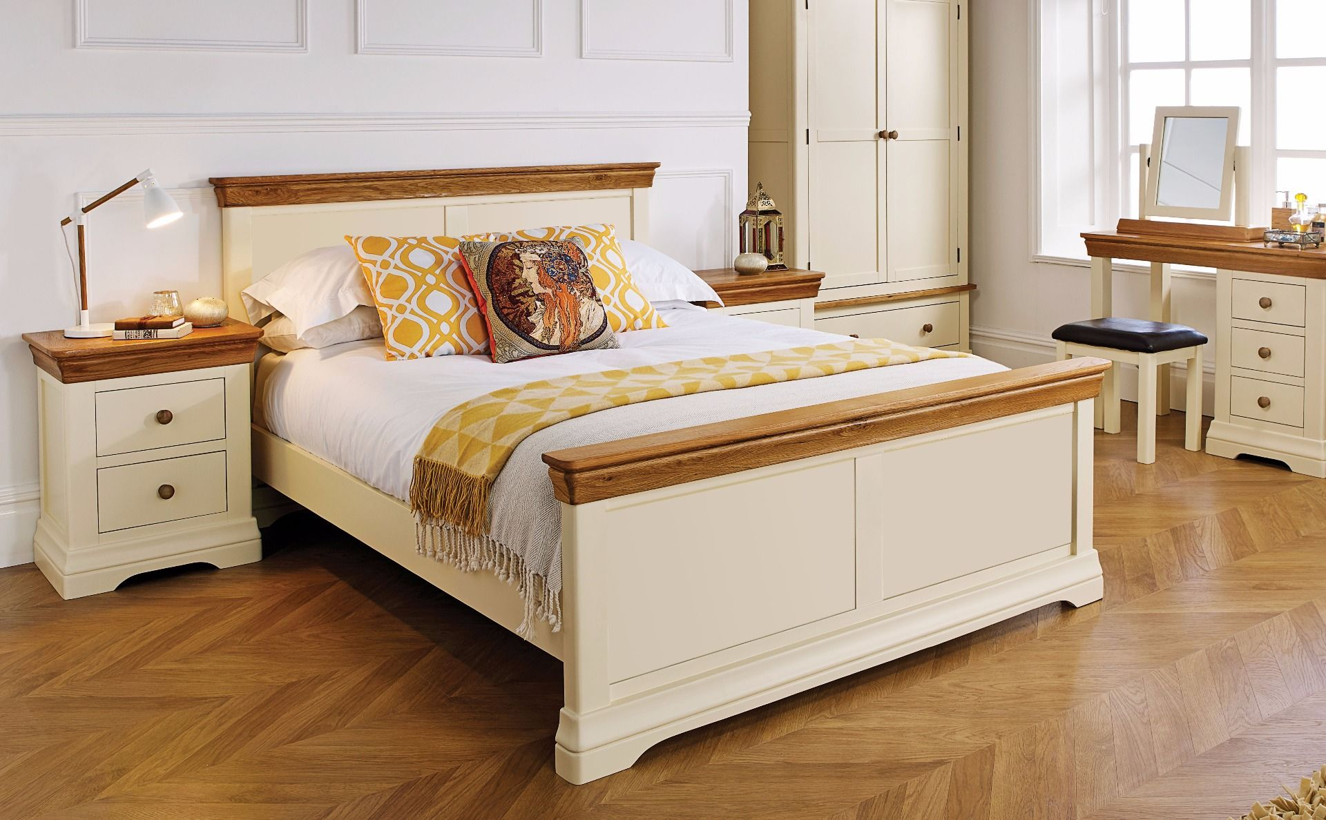 4ft 6 Bed Farmhouse Country Oak Cream Painted 4ft 6 Inches Double Bed