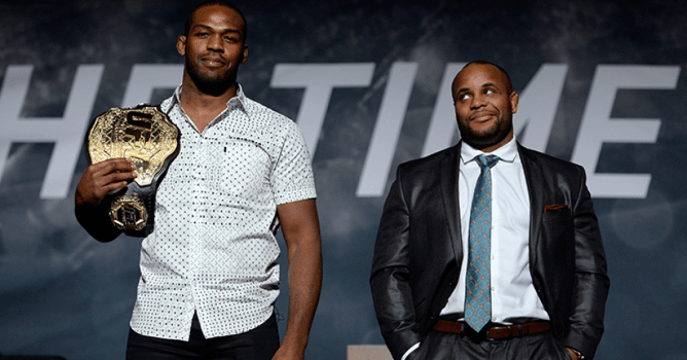 http://i0.wp.com/media.ufc.tv/generated_images_sorted/NewsArticle/J/jones-cormier-square-off-on-stage/jones-cormier-square-off-on-stage_511583_OpenGraphImage.png?resize=687%2C360