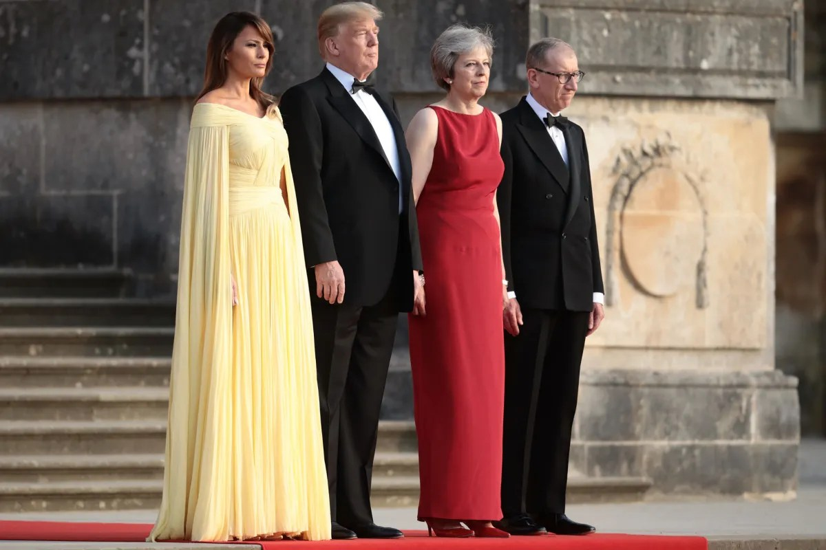 Garderobe Queen Elizabeth Melania Trump Goes Full Princess For Dinner In England Vanity Fair