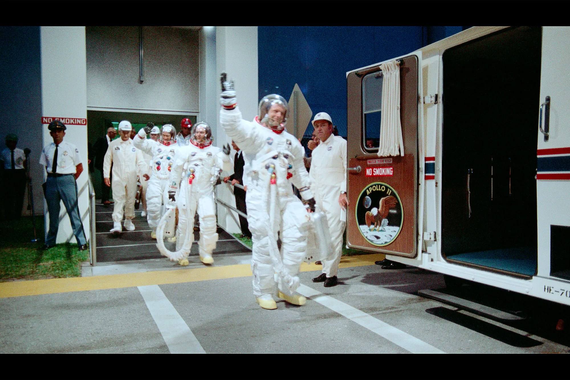 Badezimmer Set Apollo The Found Footage That Provides A Whole New Look At The Apollo 11