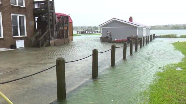 Raw video storm surge in Swansboro, NC