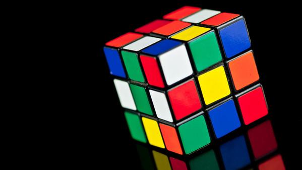 3d Wallpaper Made In China Il Giocoliere Che Risolve Cubi Di Rubik Wired It