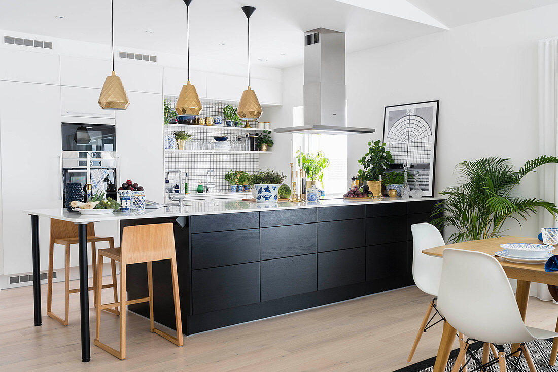 Black Kitchen Counter And Table Combo In Buy Image 12622127 Living4media
