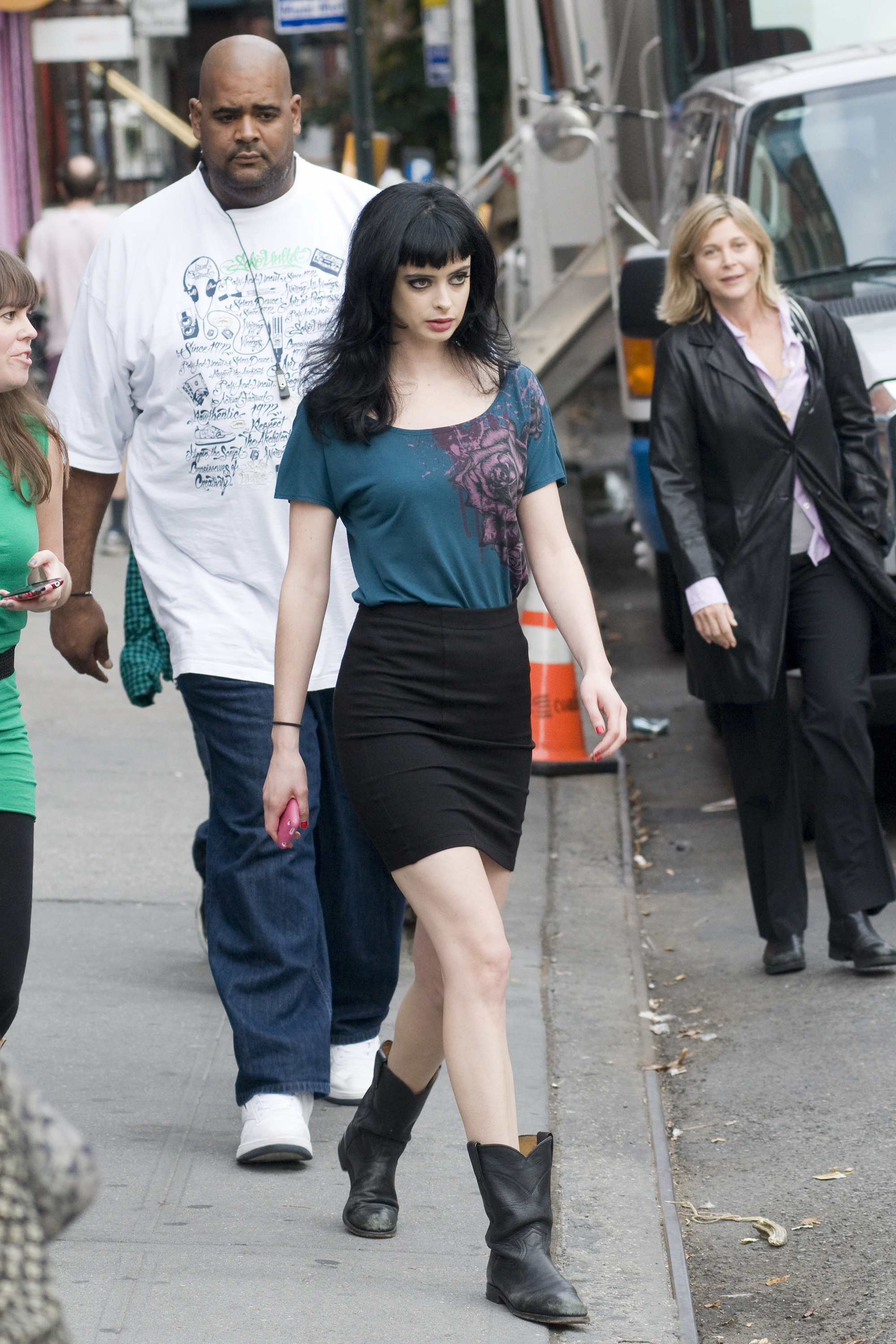 Breaking Bad Filmset Pictures Of Alicia Silverstone And Krysten Ritter On The