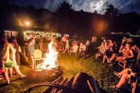 Host a Backyard Barbecue For the Rehearsal Dinner   How to ...