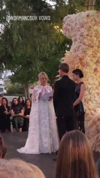 Kaley Cuoco and Karl Cook Wedding Pictures | POPSUGAR ...