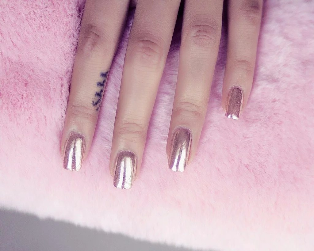 How To Get The Chrome Nails Finish Popsugar Beauty