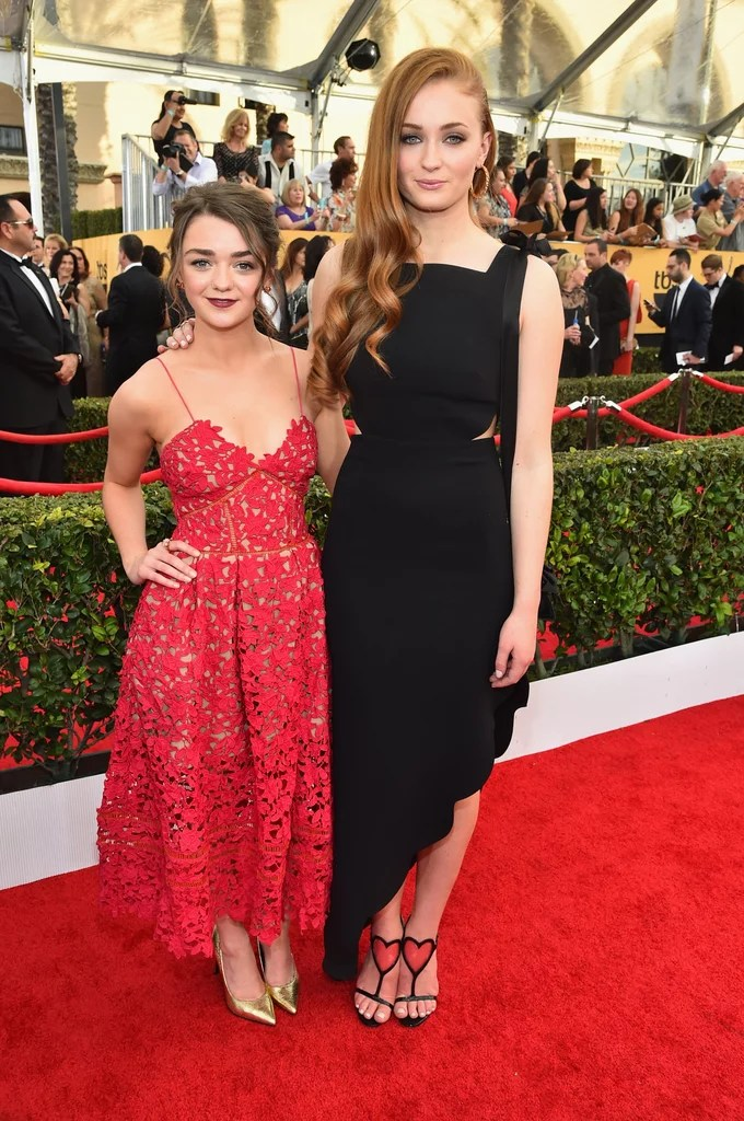 How To Make Wallpaper Fit On Iphone 6 Maisie Williams And Sophie Turner Glamour Uk Interview