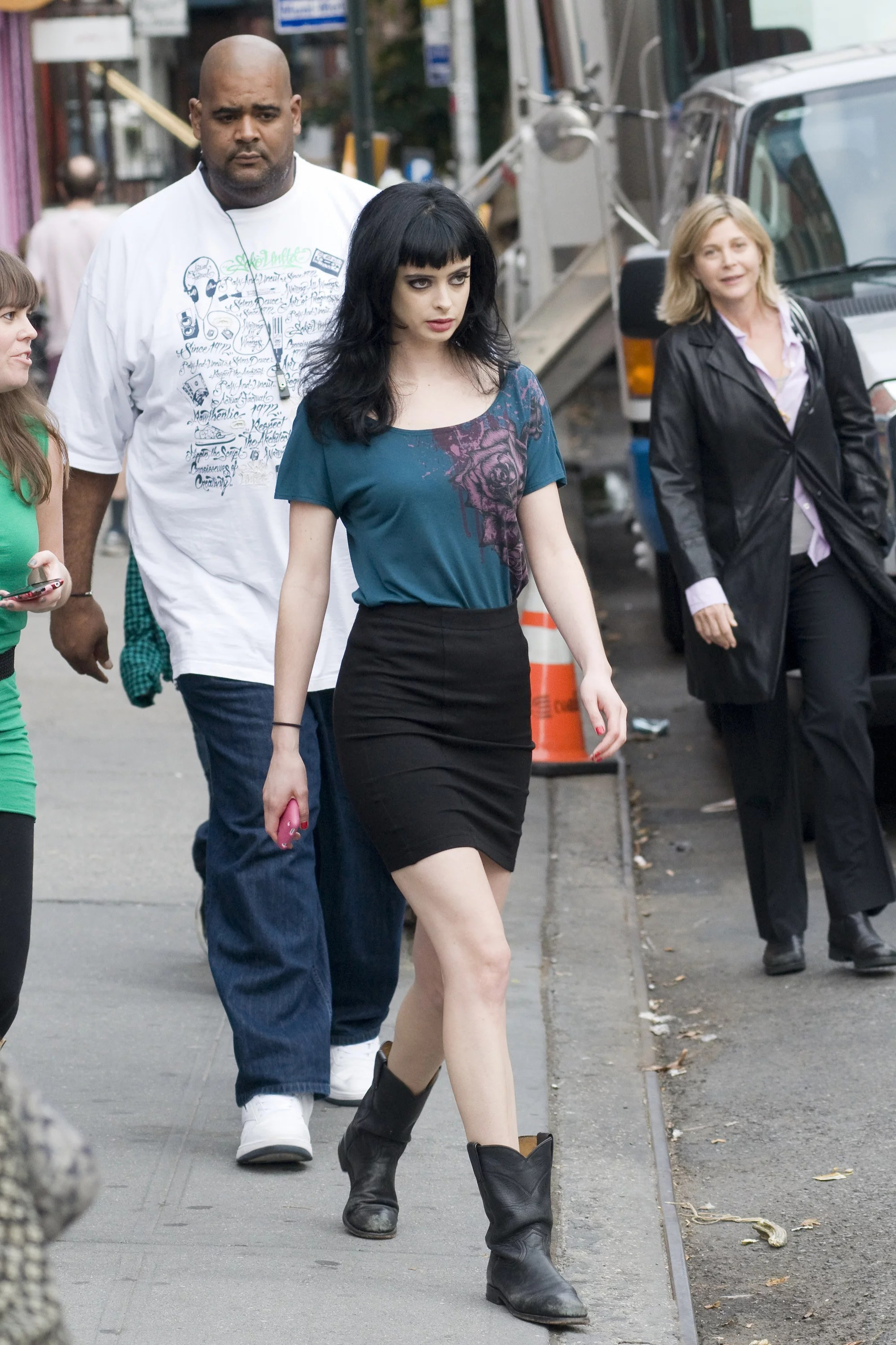 Breaking Bad Set Year Pictures Of Alicia Silverstone And Krysten Ritter On The