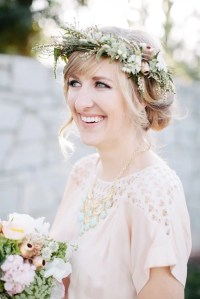 15 Ways to Wear Flowers in Your Hair at a Wedding ...
