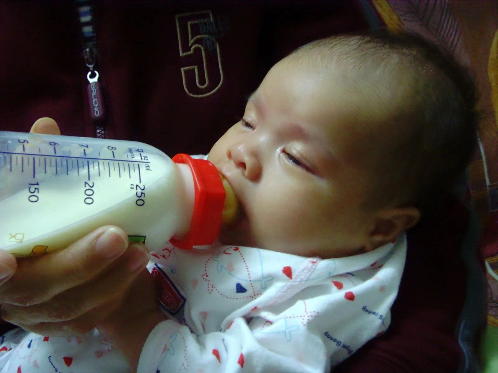 Infant Baby Not Drinking Milk What To Do When Your Baby Is Refusing Bottles Popsugar Family