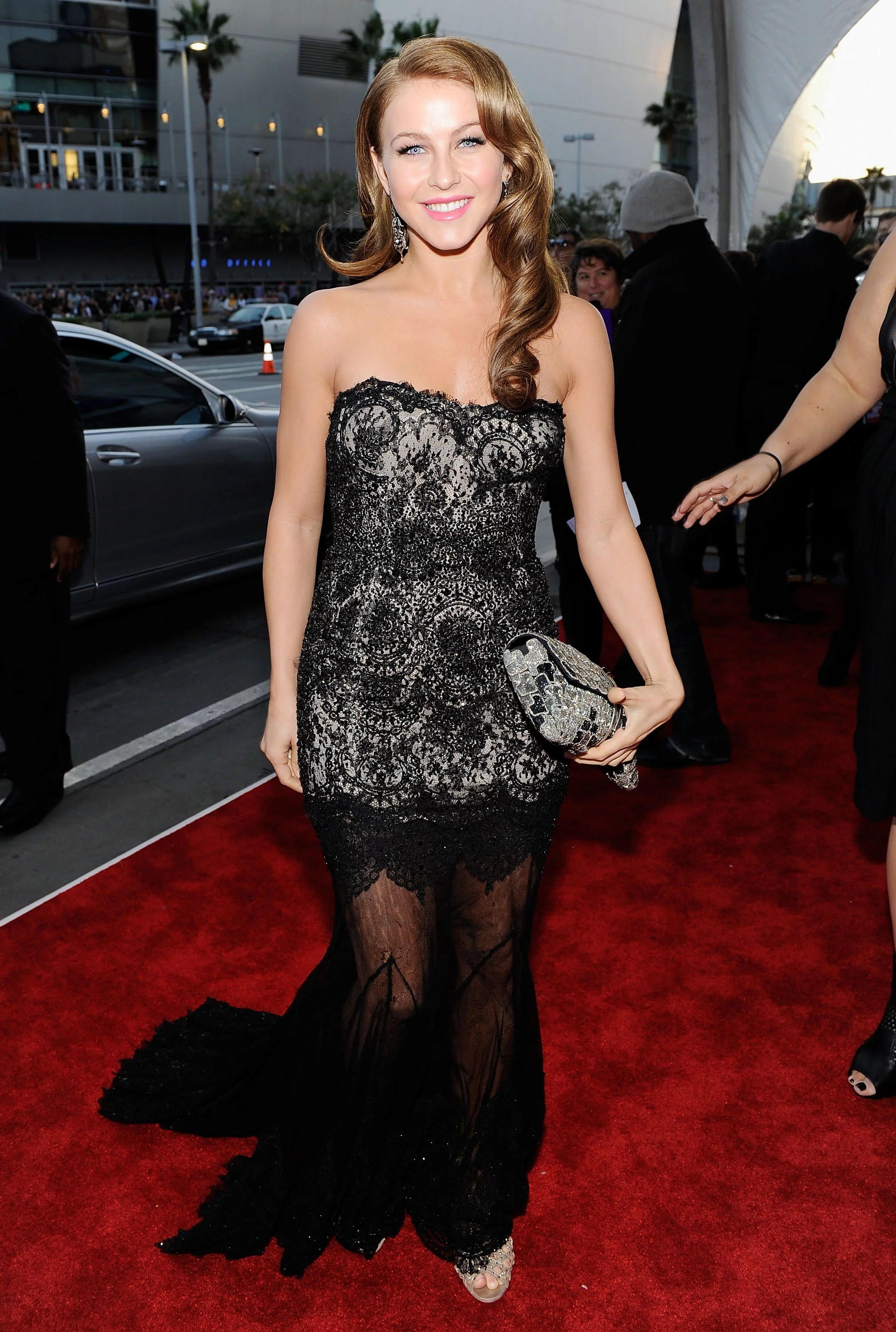 Celebrities On The 2010 American Music Awards Red Carpet