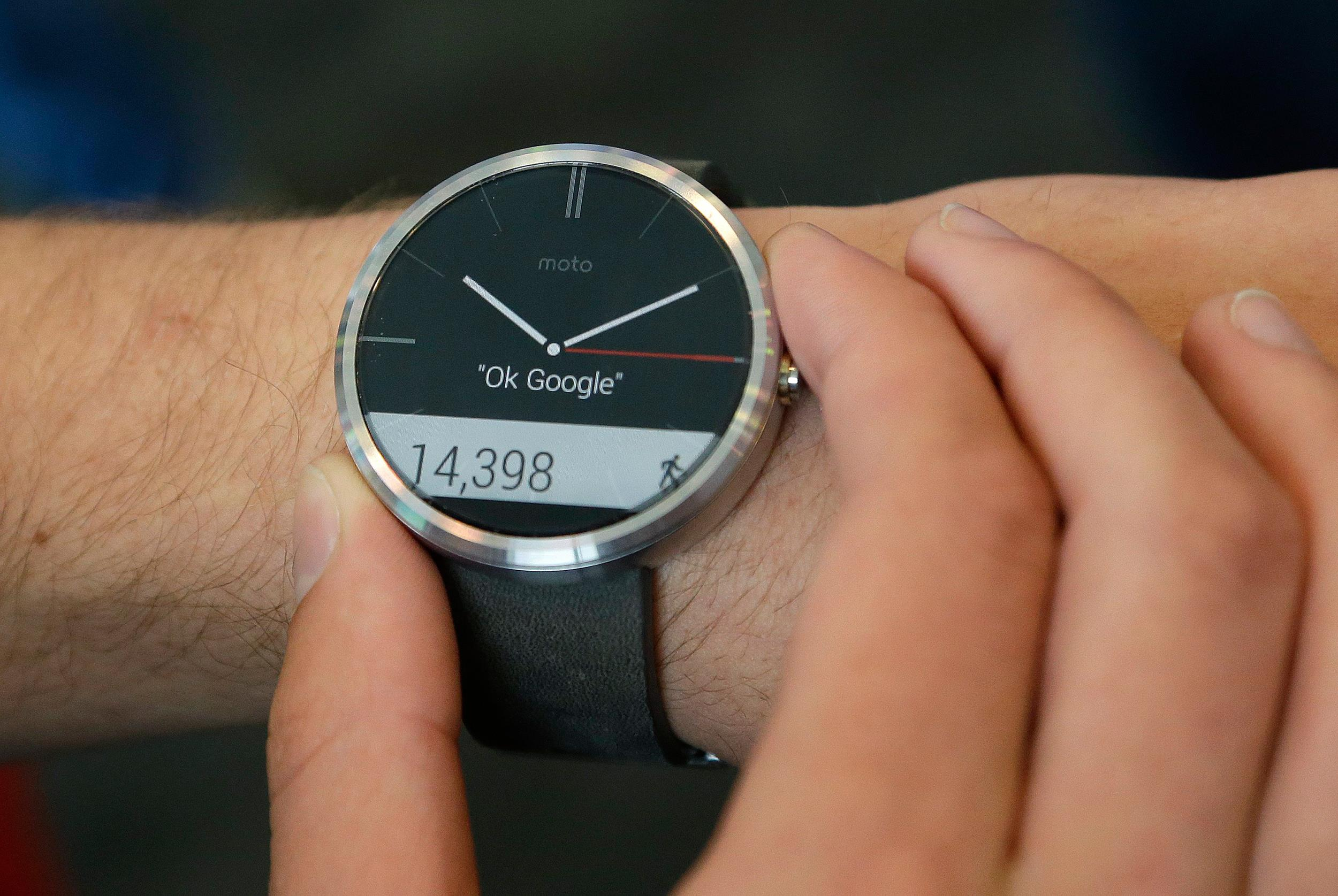 Smart Home Kaina Moto 360 Smartwatch Sells Out Online In Less Than An Hour