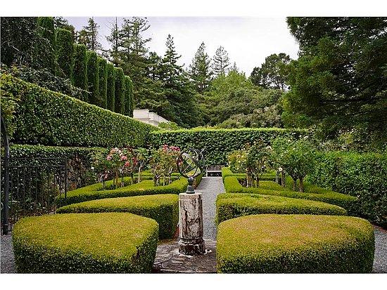 Chiltern, Grand California mansion