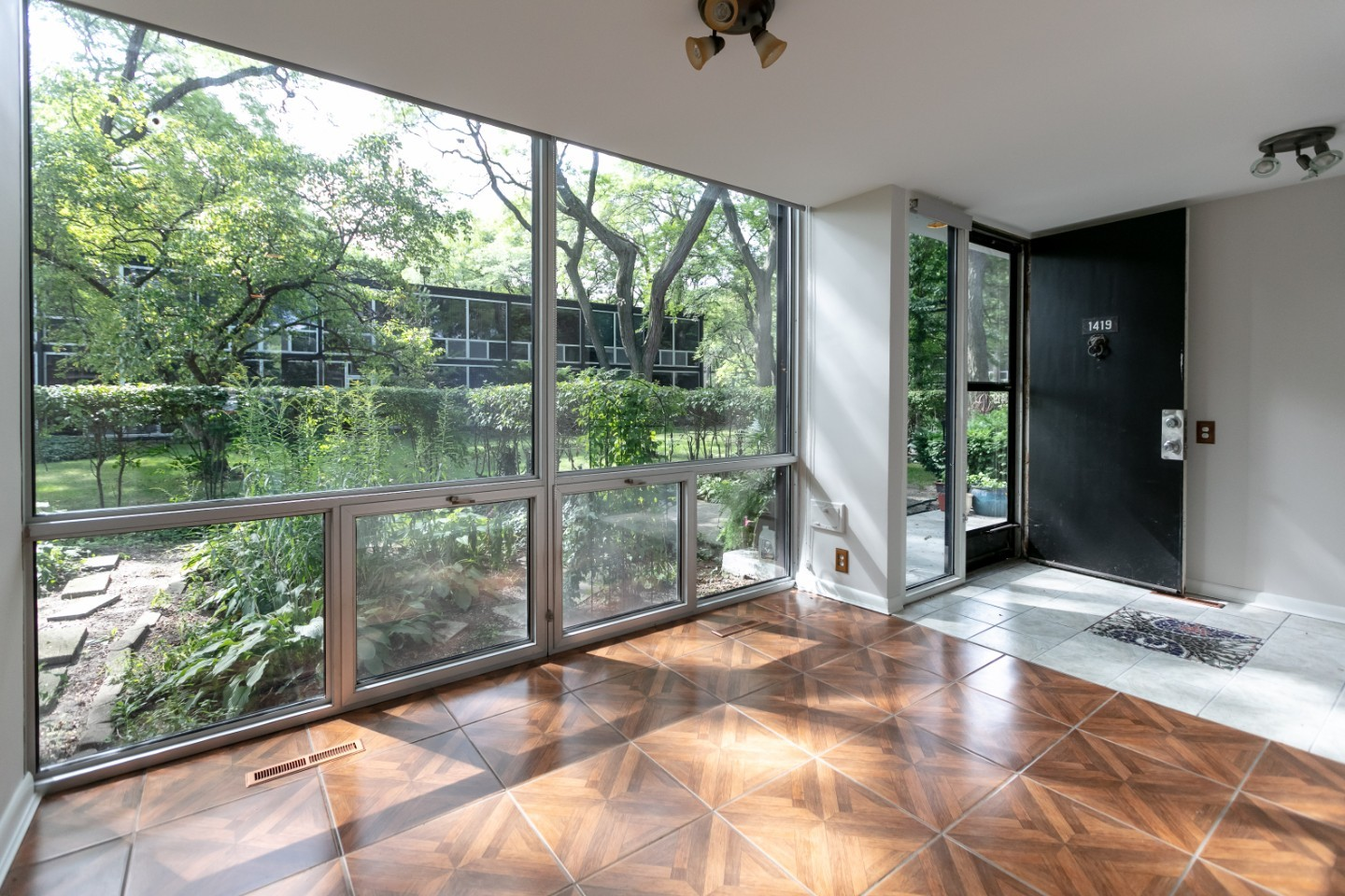 Van Der Rohe This Mies Van Der Rohe Designed Townhouse Is On The Market In