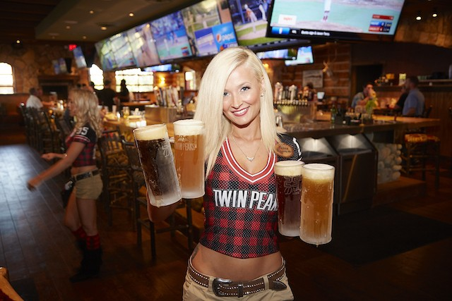 Twin Peaks Brings Titillating Sports Bar Fun to Chesterfield Food Blog