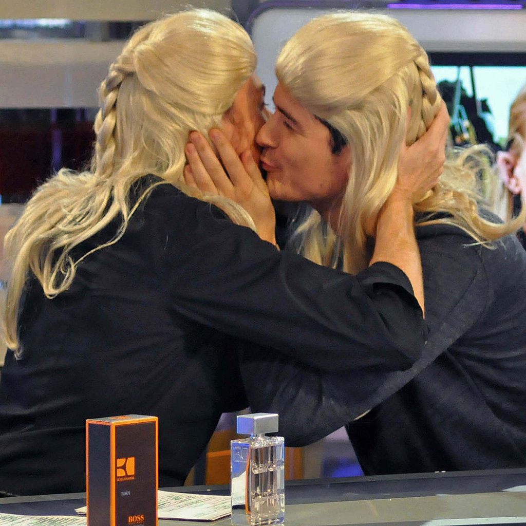 Follando En El Baño Xxx Pictures Of Orlando Bloom Wigging Out And Kissing The Host