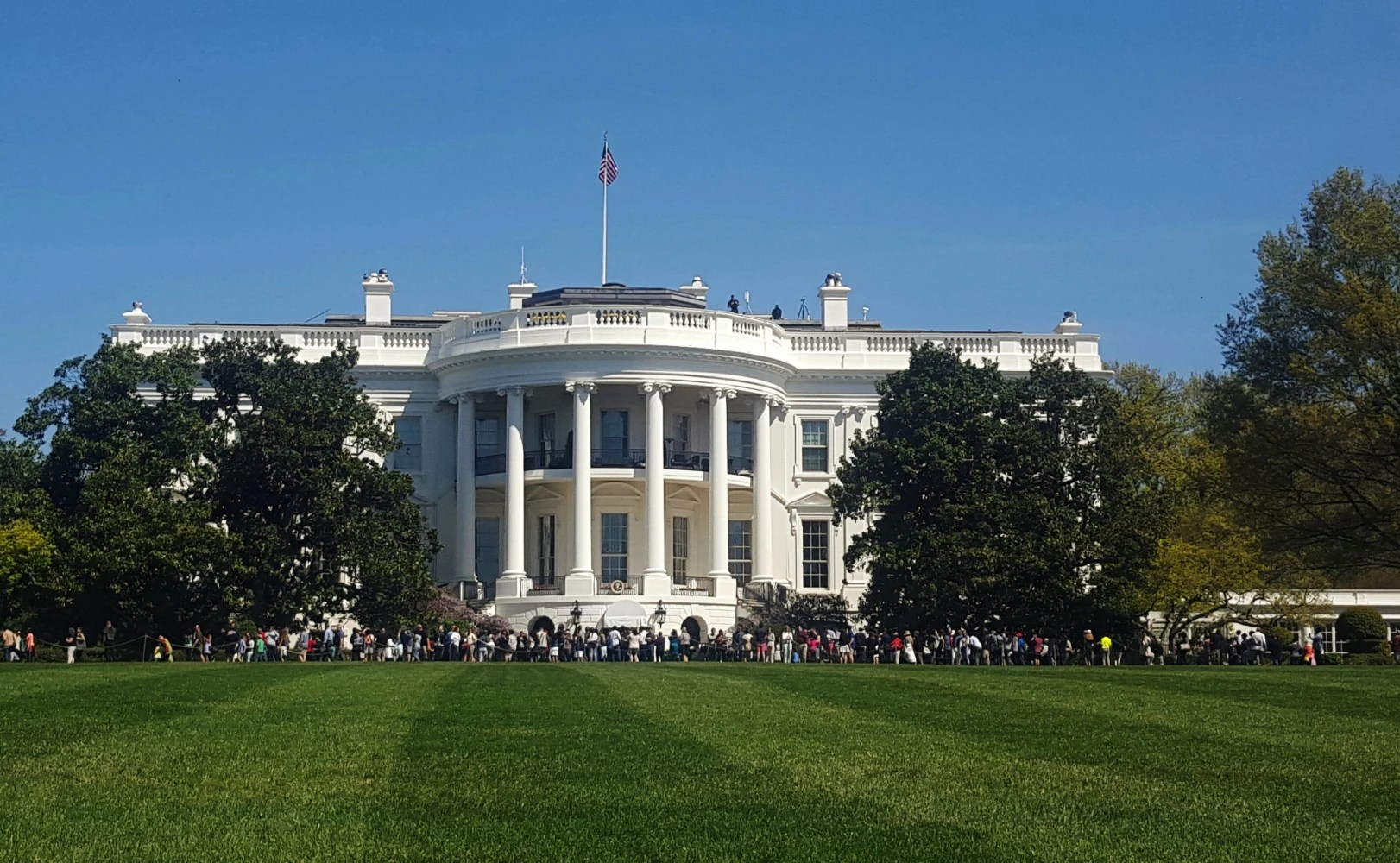 Man arrested outside White House after jumping bike rack
