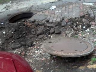 Detroit_manhole_cover_explosion_20130831110021_JPG