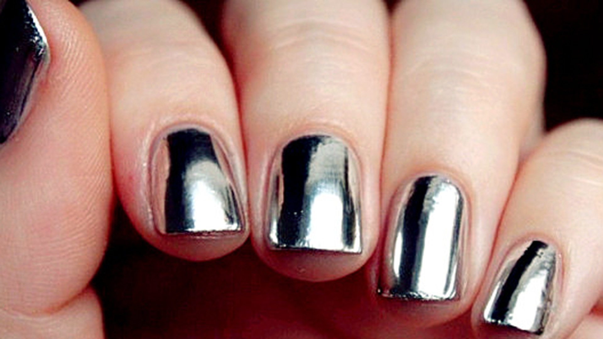 How About Having Mirror On Your Nails Try This Mirror
