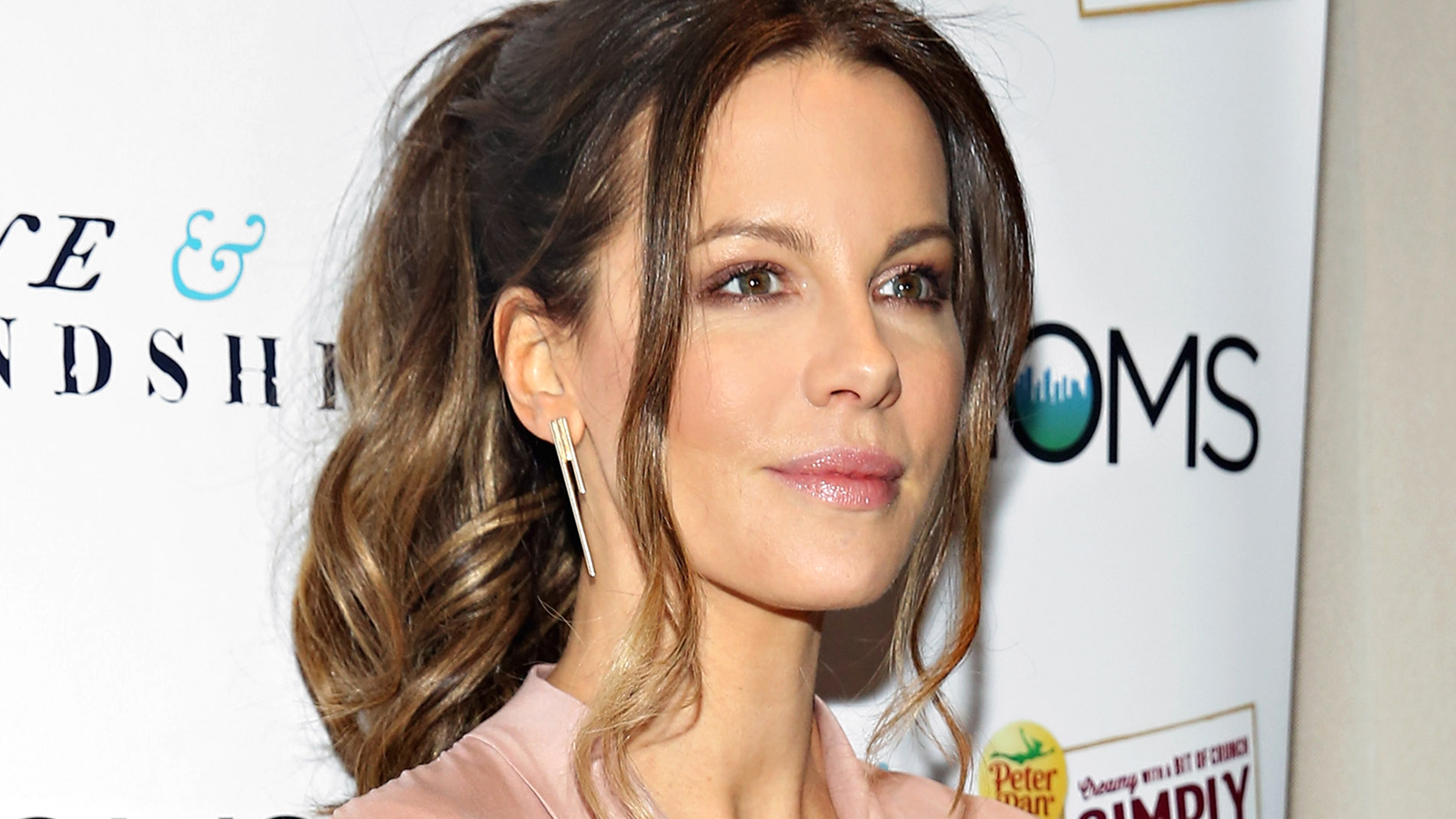 Very Cute Couple Wallpaper Kate Beckinsale Shares Daughter Lily S Cute First Last
