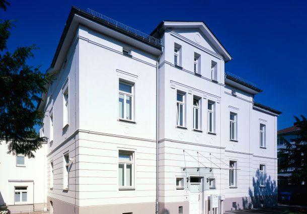 Fassade streichen Die richtige Farbe für Optik und Schutz - fassade streichen welche farbe