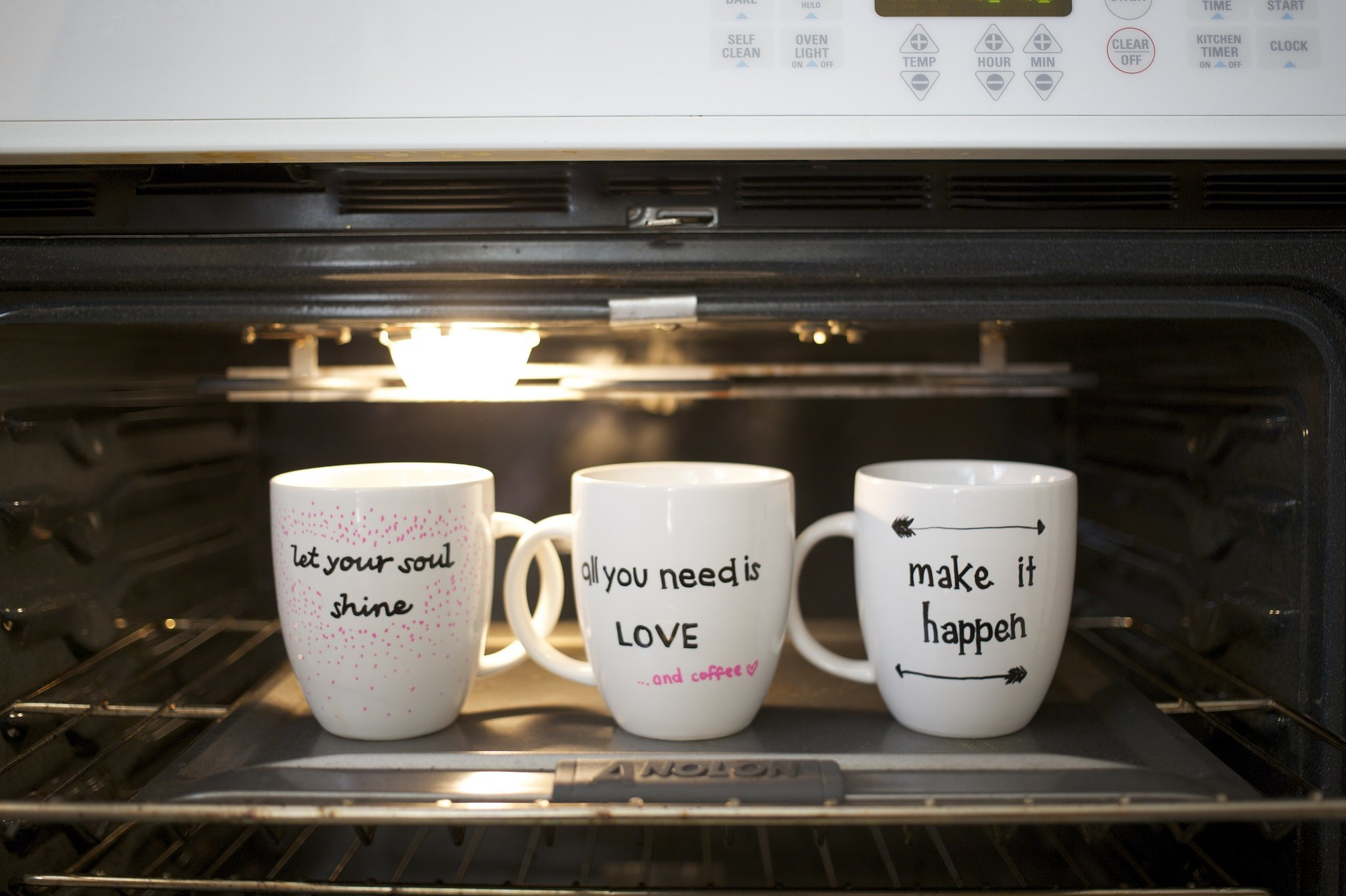 Porzellantassen Zum Bemalen Diy Quote Stenciled Sharpie Mugs Popsugar Smart Living