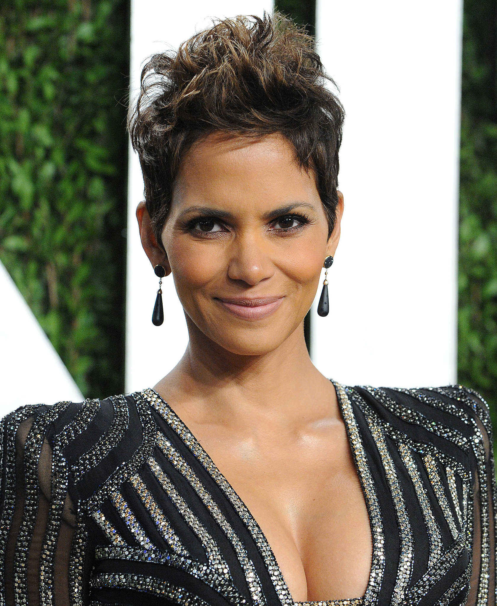 Coiffure Courte Halle Berry Halle Berry 39s Iconic Coiffure Never Seems To Go Out Of
