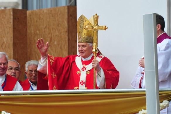 """En este alejarse el mundo de Dios acabamos viendo lo que califica Benedicto XVI de """"proceso continuo de descristianización"""""""