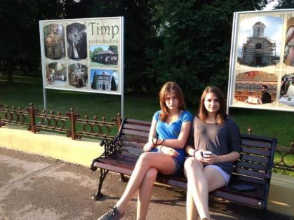In otopeni, cu Marta, prima prietena cu care a plecat in Grecia, clasa a opta