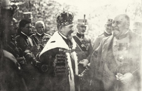 Regele Ferdinand I și Generalul Berthelot la Alba Iulia (15 October 1922). http://edu.kindergraff.ro/BBB/single.php?lang=en&storyid=27