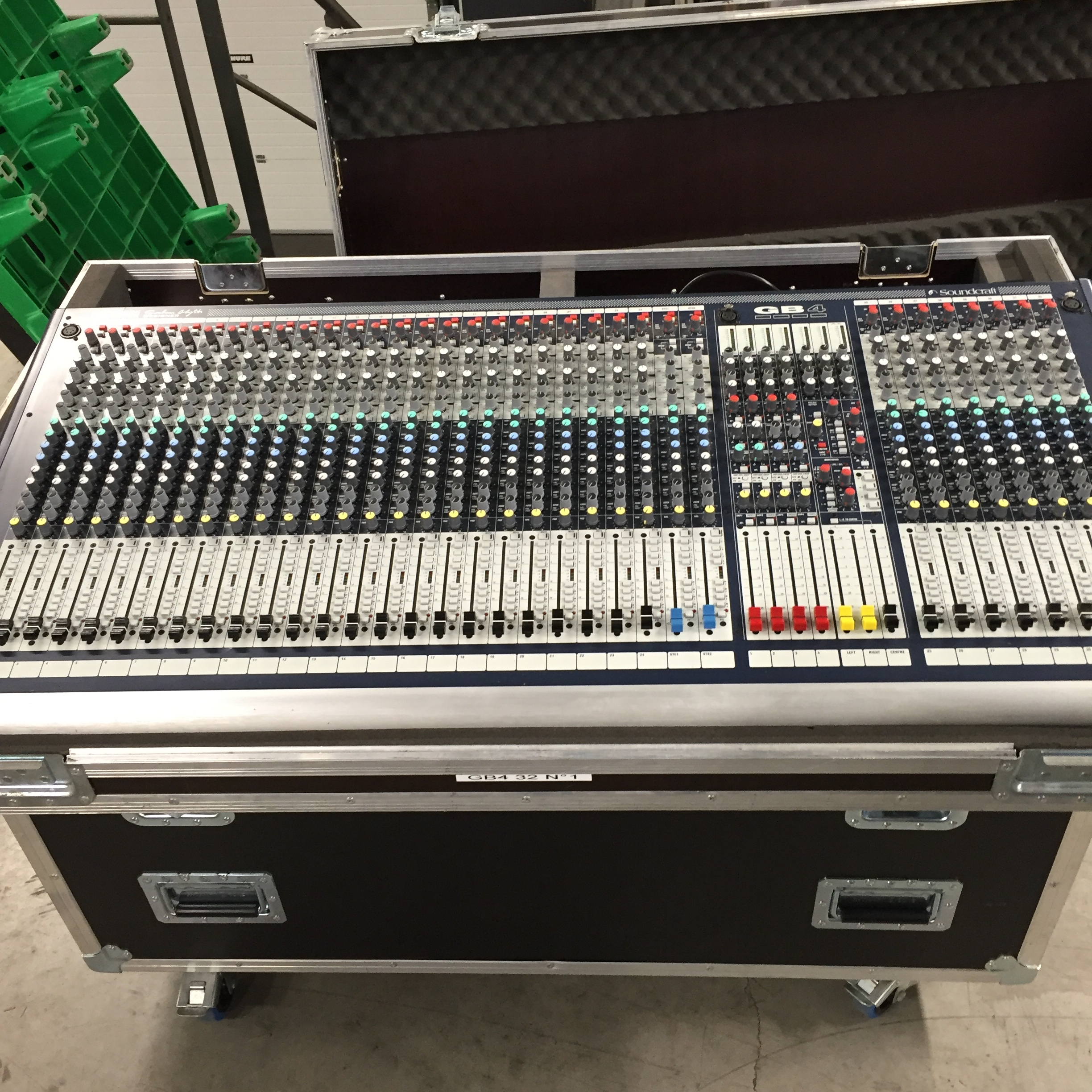Magasin Console Occasion Achat Occasion Soundcraft Gb4 32 Rhône Alpes Audiofanzine