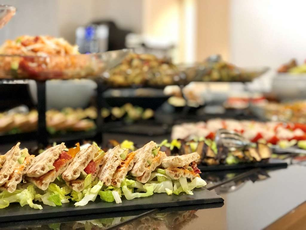 Lunchbuffet Amsterdam Hotel In Roissy En France Best Western Paris Cdg Airport