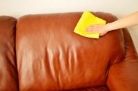 Un truc de grand-mre pour nettoyer son canap en cuir